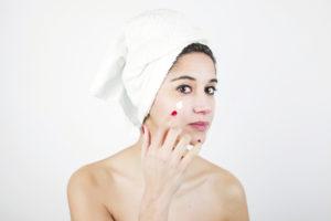 Stop all'invecchiamento della pelle con il contorno occhi professionale