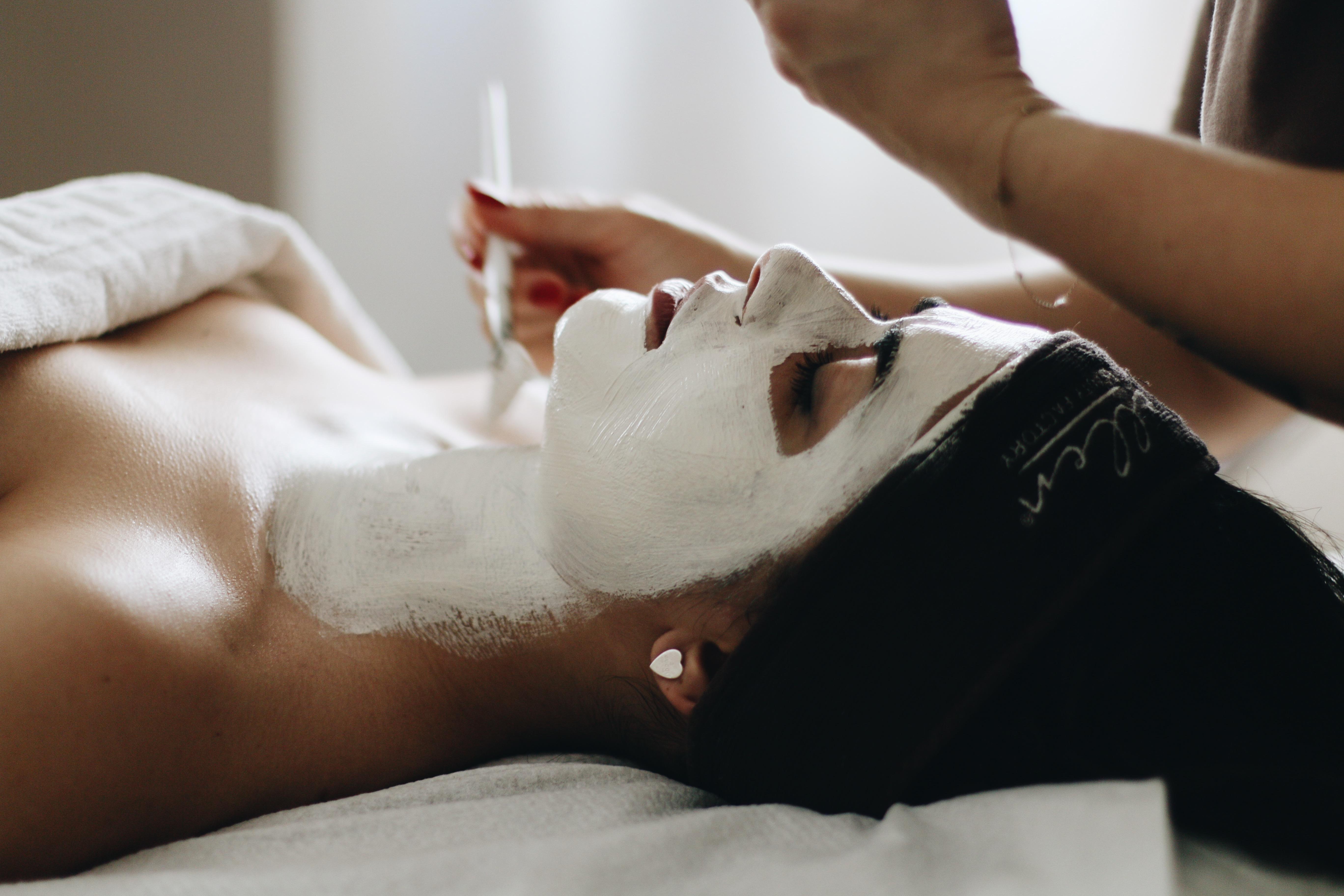 Teenagers e cosmesi: educazione alla beauty routine